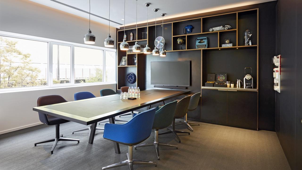 Ein von Solid Concept, vitra und designfunktion gebautes Büro